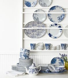 Happy Monday! I'm back with another installment of Product & Inspiration and this time we're talking decor for your kitchen. Do you love the look of open plate racks in the kitchen?  I do.  I typically like to keep my functional kitchenware behind closed doors but the idea of a plate rack to display beautiful plates...Read the Post