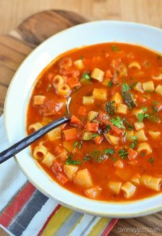 Slimming Eats Minestrone Soup - gluten free, dairy free, vegetarian, Slimming World and Weight Watchers friendly (Soup Recipes) Slimming World Soup Recipes, Slimming World Minestrone Soup, Vegetarian Minestrone Soup, Slow Cooker Recipes, Cooking Recipes, Aldi Recipes, Slow Cooking, Fat Burning Soup, Dairy Free Soup