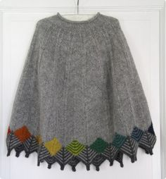 Ravelry: Project Gallery for Grantræet / Poncho pattern by Marianne Isager Beginner Knitting Patterns, Knitting For Beginners, Knitting Designs, Knitting Stitches, Knit Patterns, Knitting Projects, Baby Knitting, Poncho Au Crochet, Knitted Cape