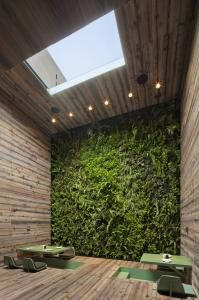 Within the building there are a number of separate dining areas including the tea room with a spectacular green wall. Each space was given a distinct look in keeping with its purpose, including custom furniture conceived and crafted by Héctor Esrawe of Esrawe Studio.