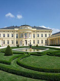 mansion mansion homes Krolyi Mansion Mansion Homes, Dream Mansion, Dream Homes, Luxury Homes Interior, Luxury Apartments, Luxury Houses, Beautiful Buildings, Beautiful Homes, Huge Houses