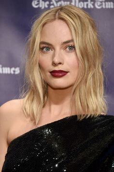 Margot attending the Gotham Awards. Jaime Pressly Margot Robbie, Margot Robbie Husband, Margot Robbie Wolf, Margot Robbie Movies, Atriz Margot Robbie, Margo Robbie, Margot Robbie Harley, Margot Robbie Instagram, Pelo Midi