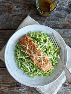 Ørret med sesamfrø, brokkoliris og en asiatisk dressing Eating Well, Avocado Toast, Nom Nom, Food And Drink, Dressing, Cooking Recipes, Lunch, Dinner, Healthy