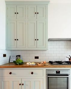 Perfectly proportioned cupboards in this Classic English kitchen in Pimlico, London. #deVOLKitchens