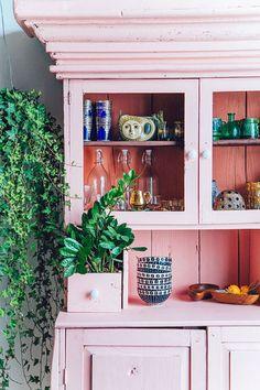 Vous avez un vieux meuble tout moche qui traîne dans votre garage? Voici quelques idées pour le customiser et lui donner une seconde jeunesse!