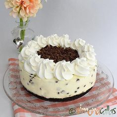 This is how a perfect Sunday afternoon must look like. No bake creamy delicious Chocolate Chip Cheesecake with Oreo crust and White Chocolate filling 💕💕 Chocolate Filling, Delicious Chocolate, Chocolate Chips, White Chocolate, Oreo Crust Cheesecake, Chocolate Chip Cheesecake, Cheesecakes, Vanilla Cake, Cake Decorating