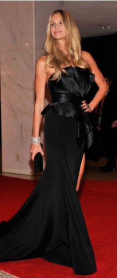 Who made Elle Macphersons black strapless gown and crystal sandals that she wore in Washington D.C. on April 28, 2012?