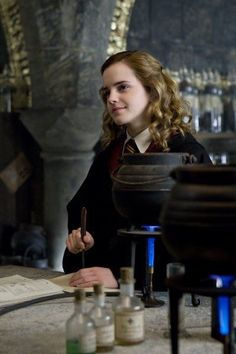 Emma Watson stars as Hermione Granger in Warner Bros Pictures' Harry Potter and the Half-Blood Prince - Movie still no 197 Harry Potter Tumblr, Harry Potter 2, Fans D'harry Potter, Estilo Harry Potter, Mundo Harry Potter, Harry Potter Pictures, Harry Potter Universal, Harry Potter Characters, Harry Potter Half Blood