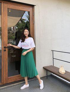 Skirt hijab Pleated A-Line Midi Skirt - BAGAZIMURI: Korean fashions and apparels available o. Plissee-Midirock in A-Linie - BAGAZIMURI: Koreanische Mode und Bekleidung online verfügbar! Long Skirt Outfits, Modest Outfits, Modest Fashion, Casual Outfits, Fashion Dresses, Long Skirt Fashion, Pleated Skirt Outfit Casual, Skirt Pleated, Midi Skirts