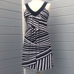 Black & White Geo-design Sleeveless Dress Size 10 Sexy black and white dress with built in bra. Easy to wear yet so dressy and stylish. Full zipper back -Evening wear with strappy heels or day wear with wedges or open toes flats --- Comfy- fits 8-10. Dress Barn Dresses