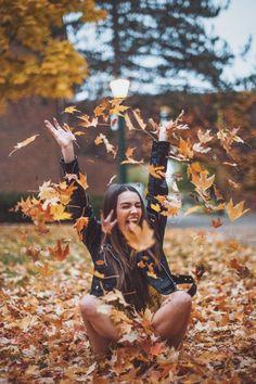 New Photography Ideen Herbst Ideas Autumn Photography, Tumblr Photography, Girl Photography Poses, Creative Photography, Autumn Aesthetic Photography, Indoor Photography, Photography Editing, Iphone Photography, Autumn Aesthetic Tumblr