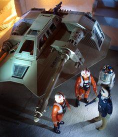 Vintage Snowspeeder, Vintage Luke Skywalker X-Wing Pilot, Vintage R2-D2, Vintage Han Solo (in Hoth Battle Gear)