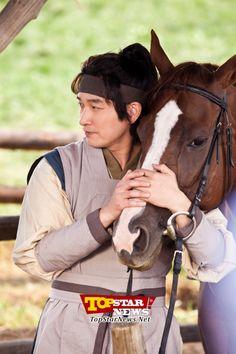 조승우(Jo Seung Woo), 남다른 동물 사랑으로 진정한 마의(馬醫) 등극 [KTV]