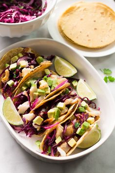 Let's enjoy the nice weather making this quick and easy grilled fish tacos today! This is gluten free, delicious and it is full of flavour. Salmon Fish Tacos, Easy Fish Tacos, Grilled Fish Tacos, Grilled Fish Recipes, Tilapia Recipes, Seafood Recipes, Grilled Salmon, Tilapia Dishes, Grilling Recipes