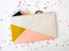 Clutch 6X10 color block in beige mustard and peach by Pamplemouss, €23.00