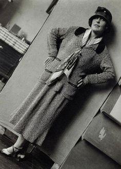 Lilya Brik, 1920s dress, hat