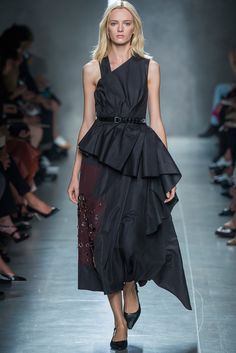 Look 26 Bottega Veneta Spring 2014 #MFW #dress #shape #volume