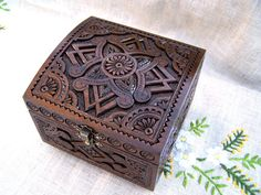 Valentine's Day present from my boyfriend :)  I've admired the art of this Ukrainian artist since I found him on Etsy over a year ago.  Finally, I am a proud owner of this hand-carved jewelry box :)