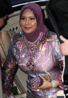 Queen Raja Permaisuri Agong of Malaysia arrives at the Mandarin Oriental Hyde Park in London, Britain, 28 April 2011