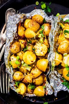 Easy Campfire Meals, Campfire Food, Potato Sides, Potato Side Dishes, Campfire Potatoes, Vegetarian Recipes, Lunch Recipes, Delicious Recipes, Vegetarian Lunch