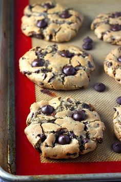Flawless Chocolate Chip Cookies - pin and make if you want the PERFECT chocolate chip cookie! Crunchy on the outside, soft and chewy on the inside - these are amazing!