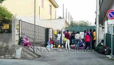 Extracomunitari in protesta a Sant'Angelo di Brolo - http://www.canalesicilia.it/extracomunitari-protesta-santangelo-brolo/ Carabinieri, Extracomunitari, Sant'Angelo di Brolo
