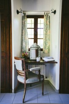 Le Manoir de Villeneuve - Provence - France - Family Friendly Holidays Great idea for desk or vanity for an inset window.