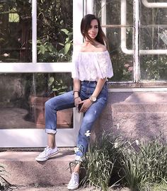 Get this look: http://lb.nu/look/8259293  More looks by Perventina Ols: http://lb.nu/perventina  Items in this look:  Zara Jeans, Converse Sneakers   #casual #romantic #street