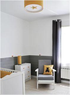 Chambre bébé, gris, jaune et blanc (baby room / nursery)
