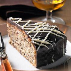 Eine schokoladige Torte mit Weinbrand