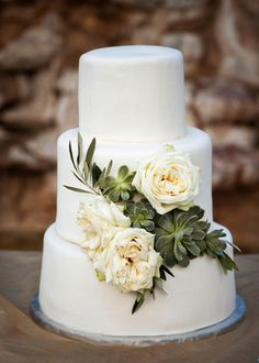 Pretty cake I did recently with garden roses, succulents and olive branch.