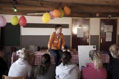Trainer Tim tijdens de workshop cultuur