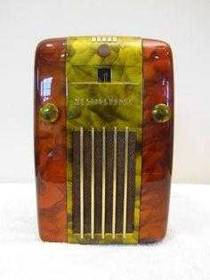 VINTAGE 1940s ART DECO MID CENTURY ANTIQUE BAKELITE RADIO QUALITY RESTORATION