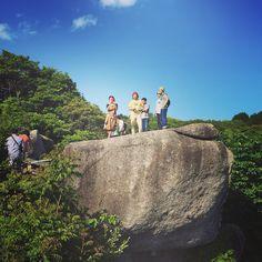 〜唐人駄馬〜  縄文から弥生時代の石器や土器が数多く出土し、  世界一の規模であるストーンサークルがある。  高さ6~7mの巨石が林立する。  周辺にも多数の巨石(唐人石)があり  亀石、鬼の包丁石(ストーン・スクレイパー)、祭壇石などと呼ばれる巨石がある。