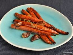 Morcovi caramelizați la cuptor cu unt și usturoi copt Romanian Food, Unt, Red Velvet, Yummy Food, Yummy Recipes, Carrots, Cooking, Fine Dining, Kochen