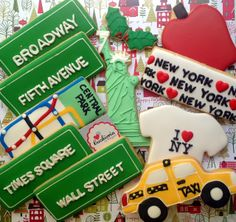 New York theme cookies Cookies For Kids, Cute Cookies, Cupcake Cookies, Cakepops, New York Theme Party, New York Cake, No Bake Sugar Cookies, Astronaut Party, Brownies