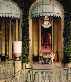 Leonardo DiCaprio as Jay Gatsby andTobey Maguire as Nick Carraway - The Great Gatsby (2013), Baz Luhrmann.