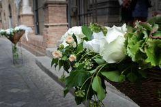 In passato infatti l'aspetto decorativo delle nozze dipendeva in massima parte dall'uso di determinati fiori evocativi, come l'orchidea che rievoca l'idea di sfarzo e sontuosità, o ancora la rosa canina, scelta da Enrico VII d'Inghilterra come emblema dei Tudor e della monarchia britannica.