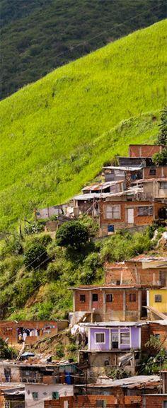 Green Border | FULL POST: http://caracasshots.blogspot.com/2012/09/slum-life-green-border.html | #Caracas #Photography