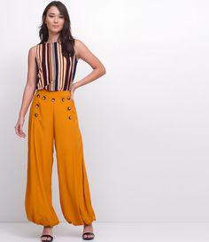 Calça feminina  Modelo ampla  Balonê  Com detalhe em botões  Marca: Cortelle  Tecido: viscose  Modelo veste tamanho: 36     Medidas do modelo:     Altura: 1,76  Busto: 85  Cintura: 64  Quadril: 90     COLEÇÃO INVERNO 2017     Veja outras opções de    calças femininas.