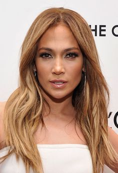 One of our favourite looks of all time J Lo and her perfect honey and caramel highlights...