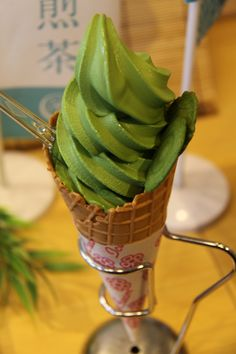 Green tea ice cream with cookie