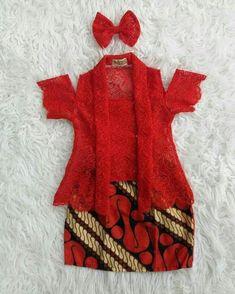 kreasi kebaya anak Newborn Girl Dresses, Girls Dresses Sewing, Dresses Kids Girl, Kids Outfits, Kids Frocks Design, Baby Frocks Designs, Kids Dress Pants, Batik Dress, Batik Kebaya
