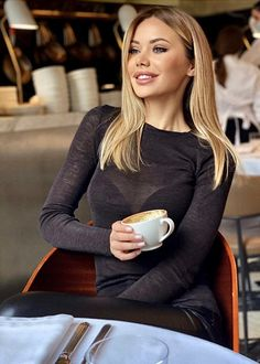 Coffee Girl, Coffee Lovers, Drinking Coffee, Coffee Drinks, Amazing Women, Beautiful Women, Beautiful Blonde Hair, Sweet Coffee, Black Cream