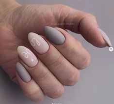 Prized by women to hide a mania or to add a touch of femininity, false nails can be dangerous if you use them incorrectly. Types of false nails Three types are mainly used. Matte Nails, Acrylic Nails, Hot Nails, Types Of Nails, Nagel Gel, Perfect Nails, Trendy Nails, Nail Arts, Natural Nails