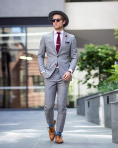 Men's Street Style Inspiration #38 | MenStyle1- Men's Style Blog Grey Suit Brown Shoes, Men Style Tips, Mens Style Guide, Tailored Suits, Weekend Style, Mens Fashion Blog, Suit Fashion, Fashion Moda, Fashion Advice