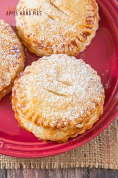 Salted Caramel Apple Hand Pies - Apple Hand Pies with a difference; A flaky, puff pastry shell & some Salted Caramel to add that sweet/salty combination that everyone loves! Apple Desserts, Fall Desserts, Apple Recipes, Baking Recipes, Delicious Desserts, Dessert Recipes, Yummy Food, Apple Hand Pies, Mini Apple Pies