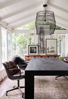 Leanne Ford – a bit on the light side Plywood Furniture, Ford Interior, Interior Design, Restoration Hardware Table, Bright Office, Turbulence Deco, Dining Room Inspiration, Interior Inspiration, Design Inspiration