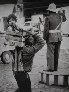 Lisbon, Portugal - by Eduardo Gageiro Portuguese Photography Exhibition, Street Photography, Bw Photography, Amazing Photography, Vintage Photographs, Vintage Images, Old Pictures, Old Photos, Willy Ronis