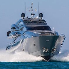 Most Popular Power Boats and Why to Use Them – Voyage Afield Yacht Design, Boat Design, Yachting Club, Bateau Yacht, Yacht Party, Deck Boat, Private Yacht, Yacht Interior, Mc Laren